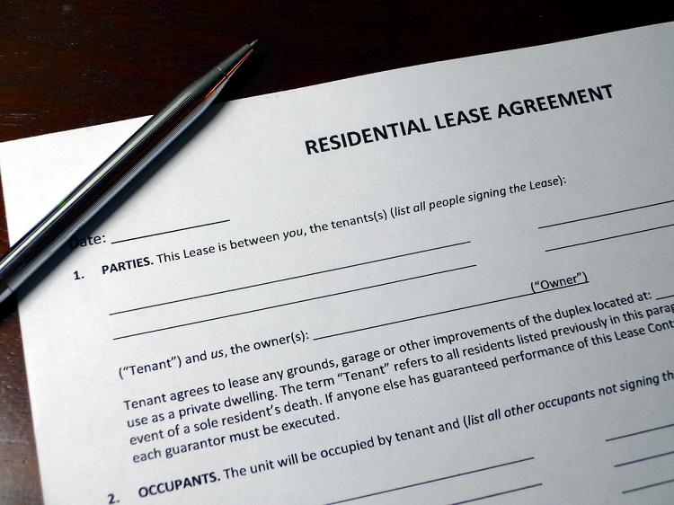 how property managers can get tenants to sign lease agreement